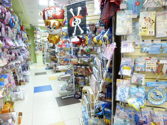 Торговые ряды товаров для праздника