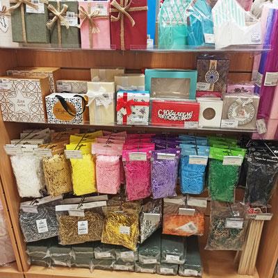 Наполнители бумажные для упаковки подарков в коробки, подарочные коробки для подарков в магазине Волшебник на Копылова