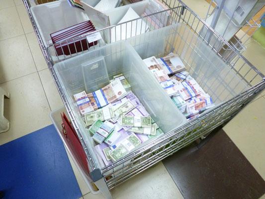 Сувенирные деньги (бутафорские банкноты)