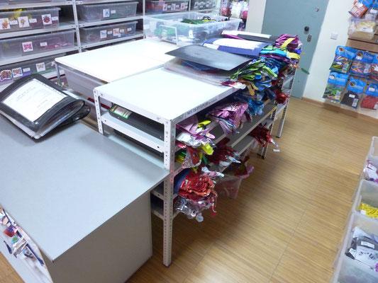 Стол для хранения и выбора фольгированных шаров и фигур