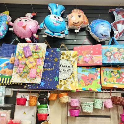 Пакеты и корзинки для упаковки подарков в магазине Волшебник на Копылова