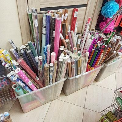 Бумага для упаковки подарков в магазине Волшебник на Копылова