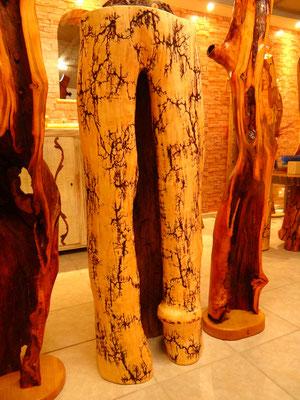 Holzkunst und Holzskulpturen Hochspannung