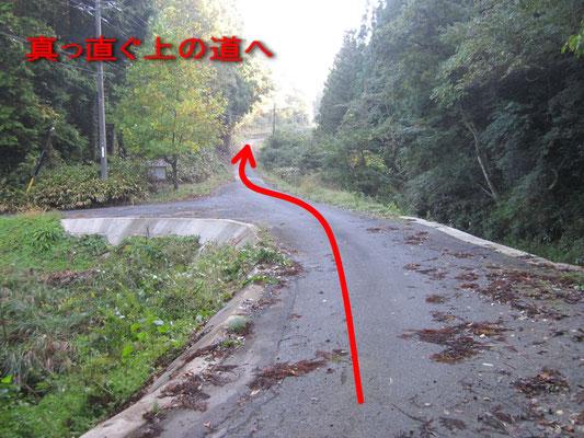 丁字路を、上り方向直進
