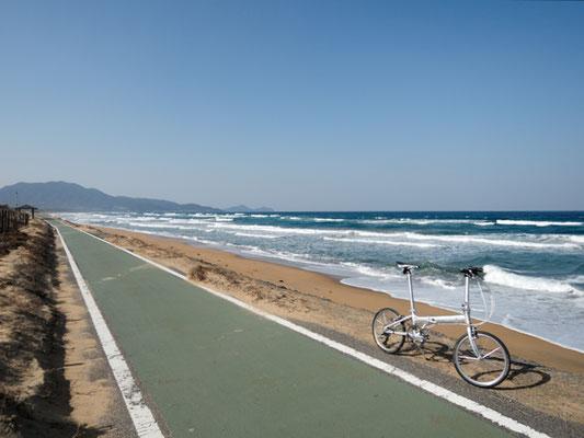 ひびき灘サイクリングロード(遠賀宗像自転車道線)- 芦屋海岸 - 宗像方面の景色