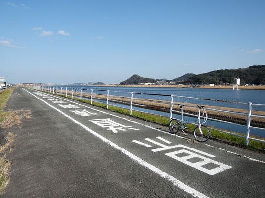 ひびき灘サイクリングロード(一般県道遠賀宗像自転車道線)- 遠賀川橋 - 起点