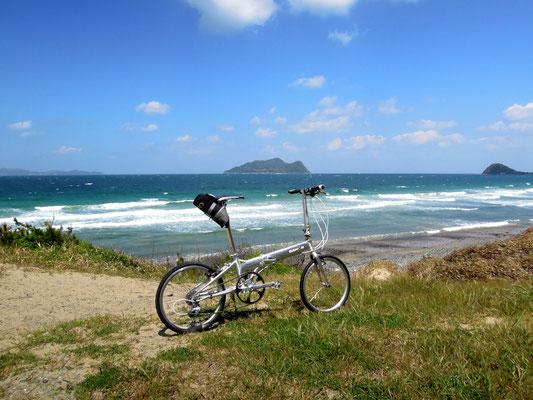 ひびき灘サイクリングロード(遠賀宗像自転車道線)- 名勝さつき松原から臨む大島と地島