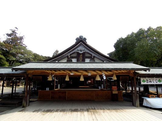 ひびき灘サイクリングロード(遠賀宗像自転車道線)- 宗像大社拝殿