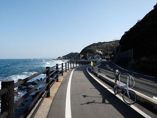 ひびき灘サイクリングロード(遠賀宗像自転車道線)- 波津の海岸線