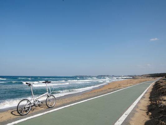 ひびき灘サイクリングロード(遠賀宗像自転車道線)- 芦屋海岸 - 遠賀川方面の景色