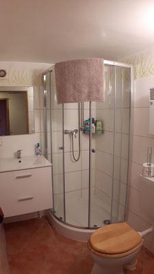 """Gemeinschaftsbad und -WC für die beiden Zimmer """"Toskana"""" und """"Dschungel"""""""