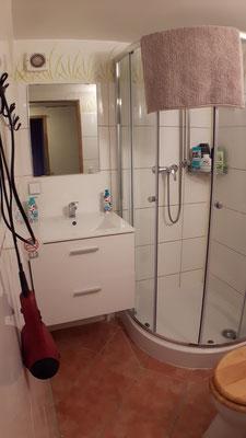 """Gemeinschaftsbad und -WC für die beiden Zimmer """"Dschungel"""" und """"Toskana"""""""