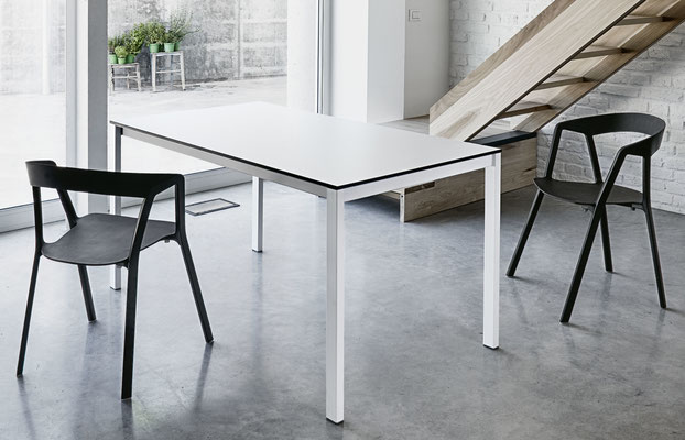 Kristalia Easy Tisch