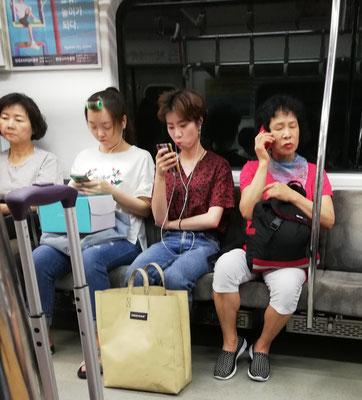 En el metro de Seúl