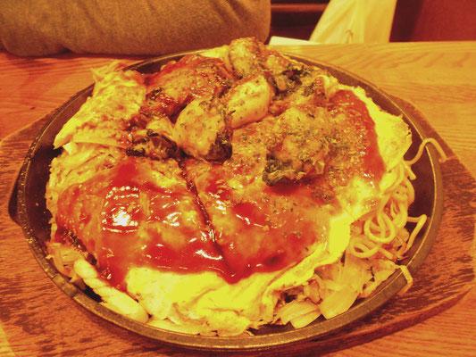 Okonomiyaki de Hiroshima con ostras y fideos