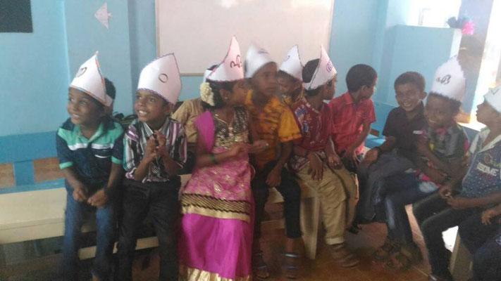 Niños en la escuela de Kovalam, Kerala, India