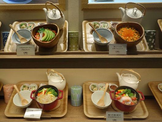 Menú de plástico, fake food en restaurante de Tokio