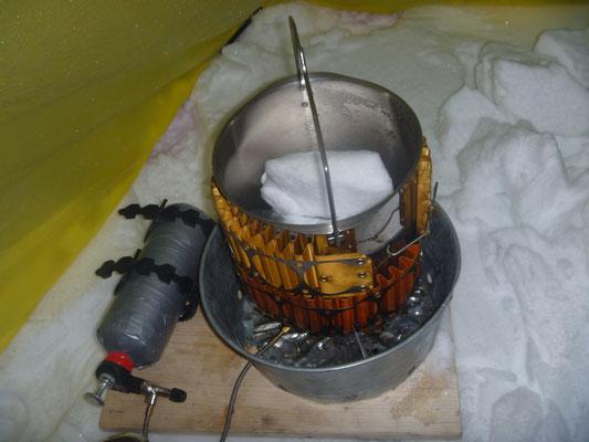 Benzinkocher mit MSR Wärmetauscher  Schneeschmelzen im Winter Norwegen