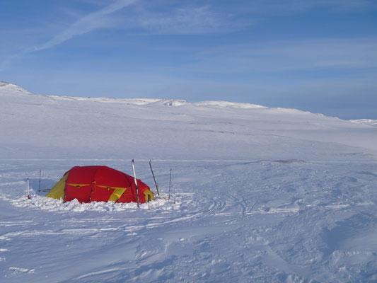 Patagonia 3 Helsport im Einsatz Norwegen Winter Solo