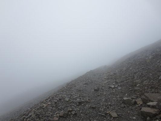 Ben Nevis höchster Berg Schottlands und Großbritanniens - Aufstieg im Nebel