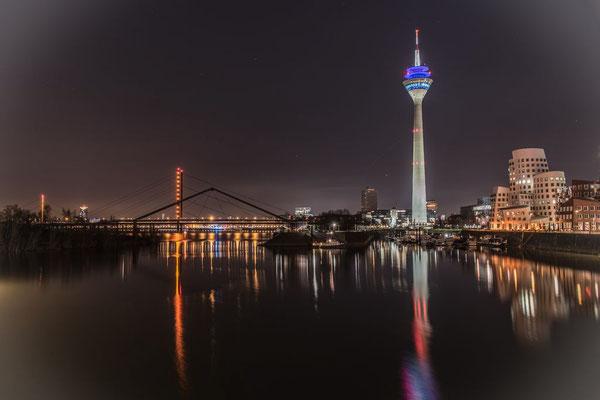 Walter Panne - Rheinturm aus dem Medienhafen Düsseldorf gesehen