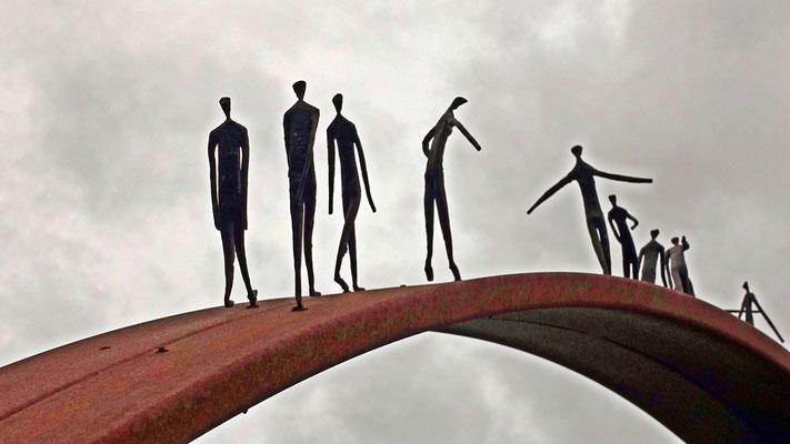 Rolf Engelkamp - Auf der Brücke (Bogen im Sauerlandpark Hemer)