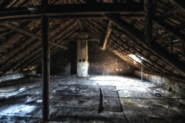 Platz 3         Peter Suck / Dachboden in einer Geisterstadt Garzweiler II / Okt. 15