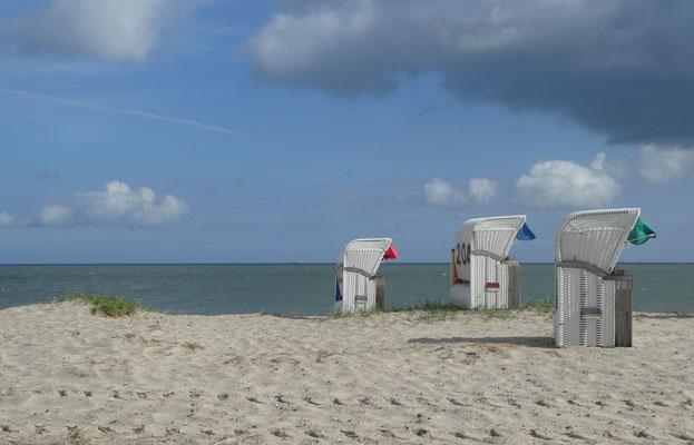 Angelika Novak - Strandkörbe mit Wolke