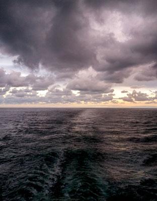 Fotograf : Jürgen Niehaus / Titel : Schiffsspur