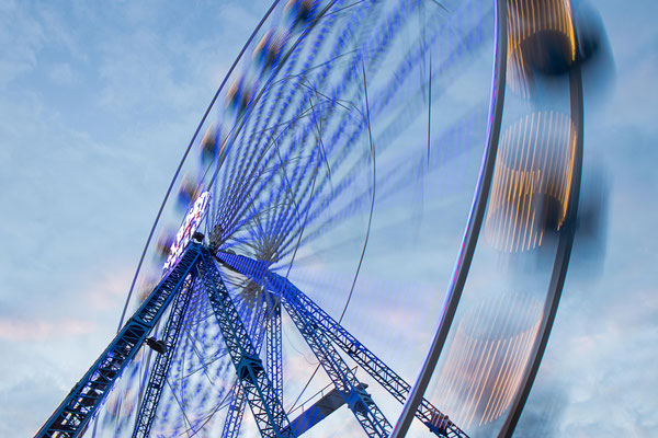 Fotografin: Uta Gronau / Titel: Riesenrad von unten