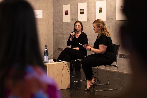 Nadia Rungger und Katrin Klotz im Gespräch. Foto (c) Chiara Kirschen