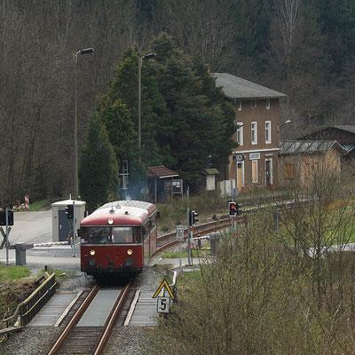 Auch einige Bilder anderer Fotografen möchte ich hier zeigen: Ausfahrt vom Uerdinger Schienenbus aus Ulbersdorf. Foto: Jürgen Vogel, 17.04.12