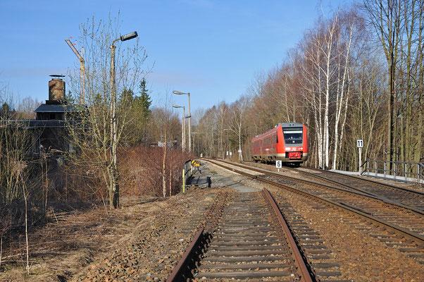 In Neukirch / Lausitz ( West ) wartete ich am Morgen des 24.03.11 auf den Steinbruchzug nach Oberottendorf. Dieser kam aber erst nachmittags und so fuhr mir nur der Zug nach Liberec mit 612 502 durchs Bild.