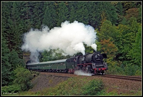 "35 1097 mit Sonderzug am ""Tunnelblick"" Ulbersdorf am 17. September 2000. Foto: Archiv Michael Sperl"