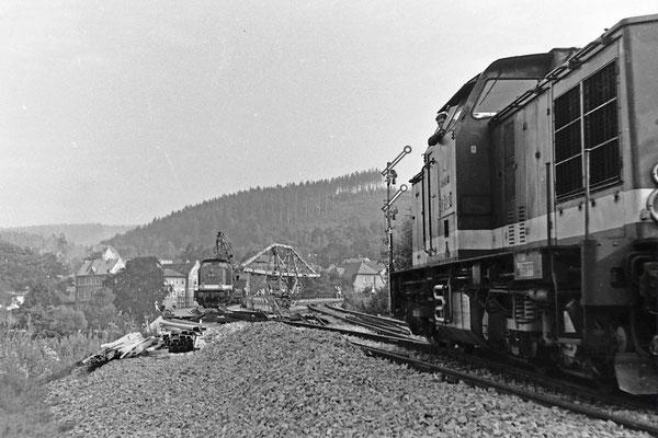 Einfahrende V100 nach Sebnitz, 1984.