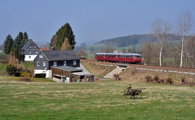 Zum Bierseminar nach Eibau. So hieß die Sonderfahrt mit dem Ferkeltaxi am 29.03.14. Am Morgen konnte der Zug bei Taubenheim / Spree abgelichtet werden.
