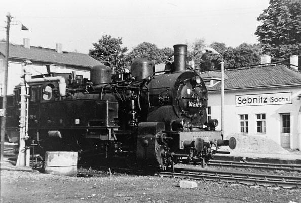 94 1292 am Wasserkran in Sebnitz.