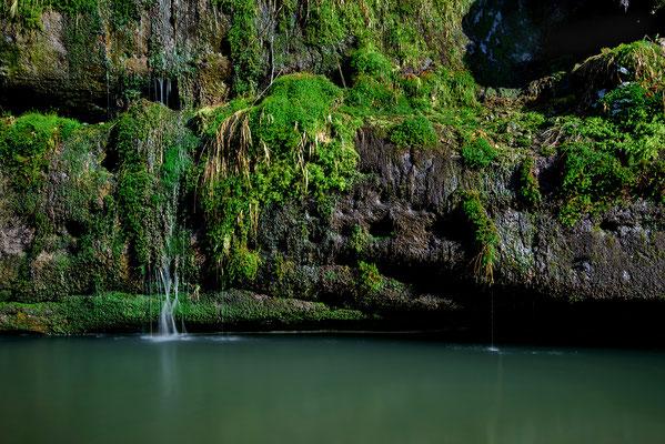 Kleine Wasserkaskaden von Schmelzwasser im Polenztal. ISO 50, 30mm, f/10.0, 10 Sek. (Haida ND 64 Graufilter).