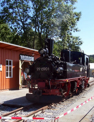 """Die IV K wurde extra mit einem Tieflader vom """" Wilden Robert """" ( Döllnitzbahn ) nach Lohsdorf gebracht, Sommer 2006"""