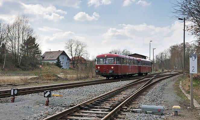 Einfahrt im Bahnhof Neustadt / Sachsen. 17.04.12
