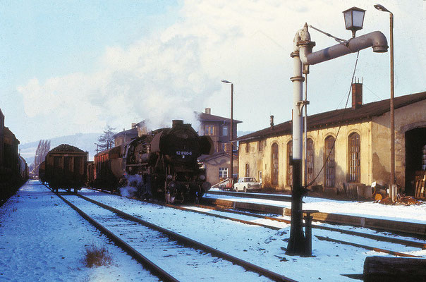 Wilthen: Der Nahgüterzug nach Zittau hat einen kurzen Halt eingelegt. Aufgenommen am 13. Jan 1988. Foto: Archiv Uwe Schmidt