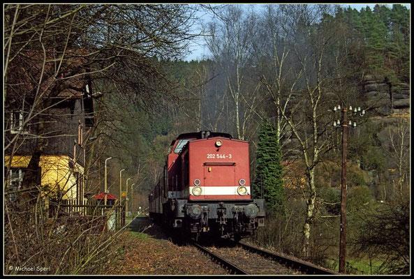 202 544 mit Regionalbahn am Hp.Porschdorf, 1. April 2001. Foto: Archiv Michael Sperl