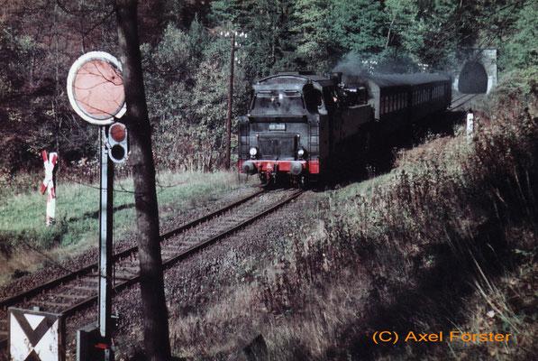 86 389 mit Personenzug zwischen Ulbersdorf und Mittelndorf bei Tunnel 5, 1970. Text & Foto: Archiv Axel Förster, digitale Aufbereitung: J. Vogel