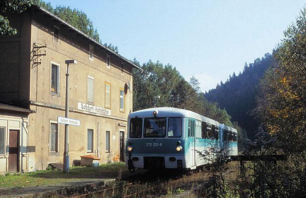 Goßdorf-Kohlmühle: Regionalbahn aus Richtung Neustadt / Sa. zur Weiterfahrt nach Bad Schandau, aufgenommen am 6. Okt 2001. Foto: Archiv Uwe Schmidt