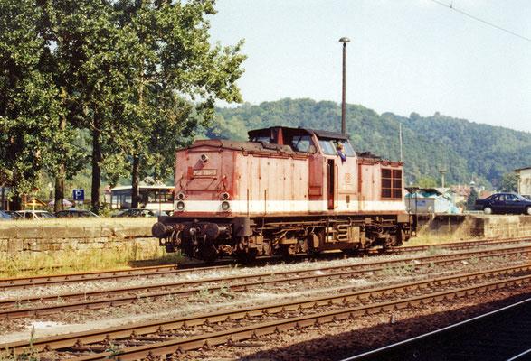 Eine 202 ( ex. V 100 ) rangiert im Sommer 1995 im Bahnhof Bad Schandau