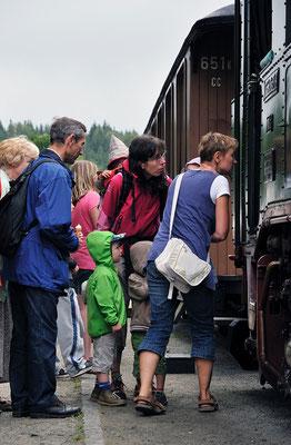 Die Begeisterung an der Dampfmaschine bei Jung und Alt ist ungebrochen... 27.08.2011