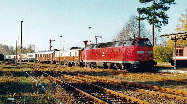 Der Rheingold in Neustadt/Sachsen. Gäbe es dieses Foto nicht, man würde es wohl kaum glauben. Oktober 2000, Archiv: Sven Kasperzek
