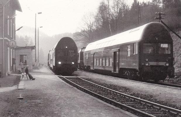 2x V100 mit Doppelstock-Steuerwagen in Ulbersdorf.