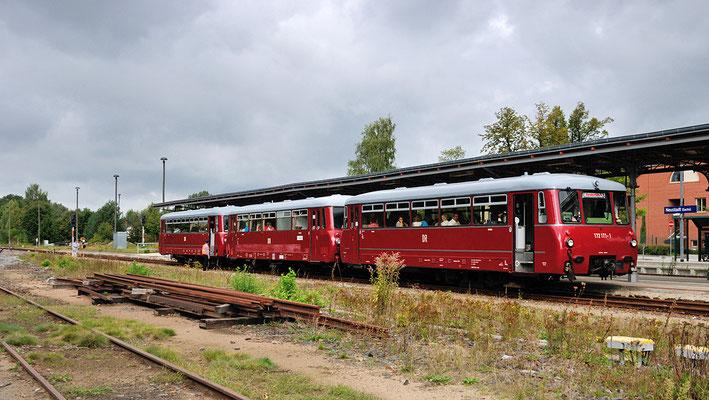 Der komplette Dreiteiler im Bahnhof Neustadt / Sachsen.  15.09.12