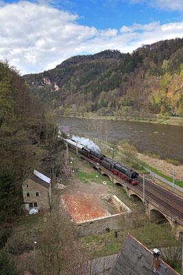 01 1066 & 01 509 Dresden-Decin. Hier aufgenommen oberhalb des Hirschgrunds bei Schmilka, 18.04.15